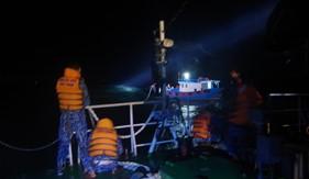 Tàu CSB 4033 cứu nạn tàu cá về bờ an toàn