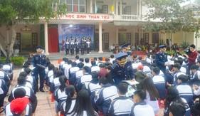 Đoàn Đặc nhiệm PCTP ma túy số 2 đẩy mạnh tuyên truyền Luật Cảnh sát biển Việt Nam và phòng chống ma túy cho học sinh địa phương