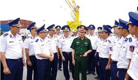 Trung tướng Nguyễn Tân Cương thăm và làm việc tại Bộ Tư lệnh Vùng Cảnh sát biển 1