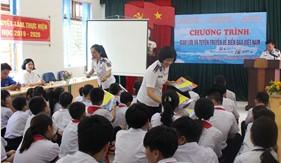 Đoàn Đặc nhiệm PCTP ma túy số 1 tuyên truyền Luật Cảnh sát biển Việt Nam cho cán bộ, giáo viên và học sinh tại huyện đảo Cát Hải