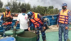 Bộ Tư lệnh Vùng Cảnh sát biển 4 tạm giữ tàu nước ngoài chở khoảng 150 nghìn lít dầu DO không rõ nguồn gốc