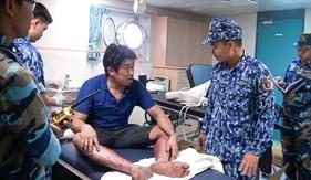 Bộ Tư lệnh Vùng Cảnh sát biển 3 cấp cứu ngư dân bị nạn trên biển