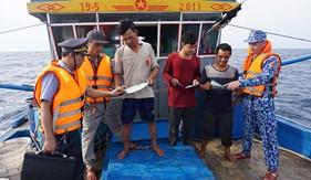 Đoàn Trinh sát số 1 tham gia tuần tra, kiểm tra kiểm soát với Chi cục Kiểm Ngư Vùng 1 trên khu vực vùng biển Vịnh Bắc Bộ
