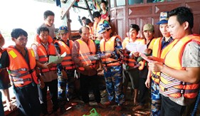 Đẩy mạnh các hoạt động bảo vệ ngư dân, tàu cá Việt Nam khai thác hải sản trên biển, chống IUU