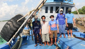 Bộ Tư lệnh Vùng Cảnh sát biển 4 tạm giữ tàu chở dầu DO không rõ nguồn gốc