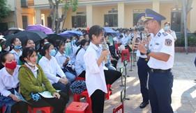 Đoàn Đặc nhiệm PCTP ma túy số 2: Tuyên truyền nâng cao  nhận thức về Luật Cảnh sát biển Việt Nam và phòng chống ma túy cho hơn 1.500 học sinh