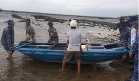 Trạm 1 Cảnh sát biển giúp ngư dân huyện đảo Bạch Long Vĩ đối phó với ảnh hưởng của bão số 5