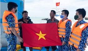 Bộ Tư lệnh Vùng Cảnh sát biển 3 tuyên truyền phổ biến pháp luật và bảo vệ tuyến cáp quang AAG cho ngư dân
