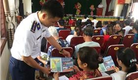 Tuyên truyền Luật Cảnh sát biển Việt Nam cho cán bộ, tuyên truyền viên cơ sở và ngư dân xã Xuân Hội