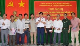 Bộ Tư lệnh Vùng Cảnh sát biển 2 đẩy mạnh tuyên truyền chống khai thác hải sản bất hợp pháp cho ngư dân