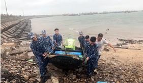 Trạm 1 Cảnh sát biển giúp ngư dân huyện đảo Bạch Long Vĩ chống bão số 7
