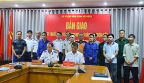 Bàn giao thuyền viên tàu Thành Hưng 08 bị nạn trên vùng biển Quảng Nam