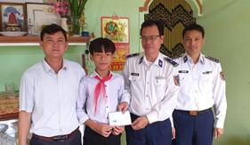 Hải đoàn 21 thăm, chúc Tết tại huyện đảo Lý Sơn