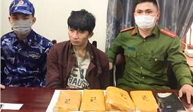 Đoàn Đặc nhiệm PCTP ma túy số 2 đồng chủ trì bắt đối tượng vận chuyển 30.000 viên hồng phiến