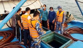 Đoàn Trinh sát số 2 tạm giữ tàu cá cải hoán chở 100.000 lít dầu DO không rõ nguồn gốc
