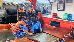Đoàn Trinh sát số 2 bắt giữ tàu chở 60.000 lít dầu DO không rõ nguồn gốc