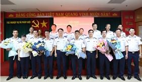 Trao quyết định phong, thăng quân hàm, nâng lương cán bộ năm 2021