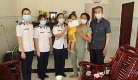 Hội Phụ nữ Bộ Tư lệnh Vùng Cảnh sát biển 4 thăm, tặng quà gia đình quân nhân có hoàn cảnh khó khăn