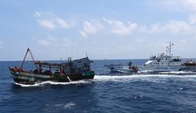 Truy đuổi bắt giữ tàu cá vi phạm IUU trên vùng biển Tây Nam