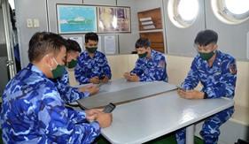 """Cán bộ, chiến sĩ trên tàu Cảnh sát biển với Cuộc thi """"Tìm hiểu Luật Cảnh sát biển Việt Nam"""""""
