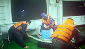 Tàu Cảnh sát biển 8002 tiếp tục cứu nạn thành công tàu ĐNa0494 và 13 thuyền viên