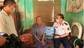"""Trung tâm Đào tạo và Bồi dưỡng nghiệp vụ Cảnh sát biển tổ chức chương trình """"Cảnh sát biển với đồng bào dân tộc, tôn giáo"""" tại huyện Thanh Oai"""