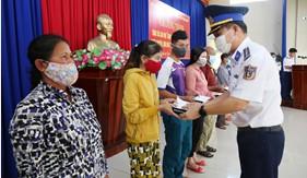 Bộ Tư lệnh Vùng Cảnh sát biển 2 đồng hành, hỗ trợ ngư dân xã Tam Quang